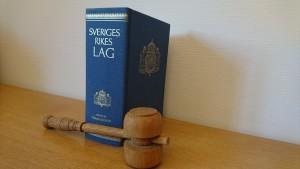 brottmål, försvarare, försvarsadvokat, målsägandebiträde, särskild företrädare för barn, gällande rätt.